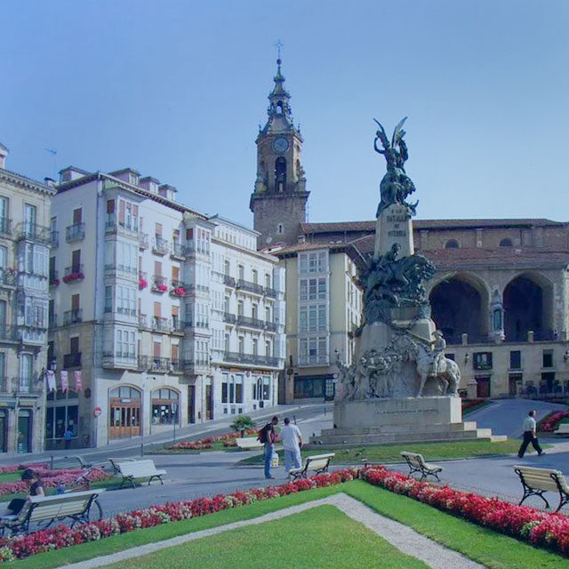https://www.atrapaelnorte.com/wp-content/uploads/2020/08/002-vitoria-atrapa-el-norte-visita-el-norte-de-espana-expertos-en-planes-y-actividades-de-turismo-en-euskadi-640x640.jpg