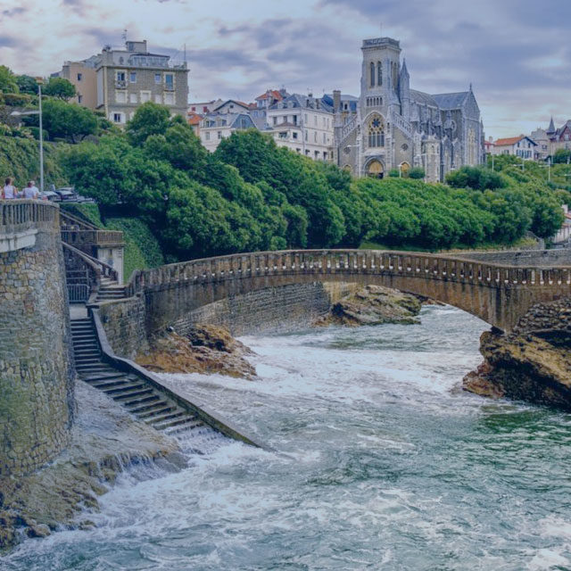 https://www.atrapaelnorte.com/wp-content/uploads/2020/08/003-biarriz-atrapa-el-norte-visita-el-norte-de-espana-expertos-en-planes-y-actividades-de-turismo-en-aquitania-640x640.jpg