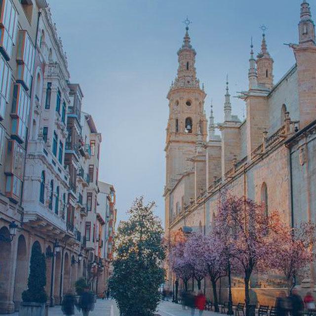 https://www.atrapaelnorte.com/wp-content/uploads/2020/08/004-logrono-atrapa-el-norte-visita-el-norte-de-espana-expertos-en-planes-y-actividades-de-turismo-en-la-rioja-640x640.jpg
