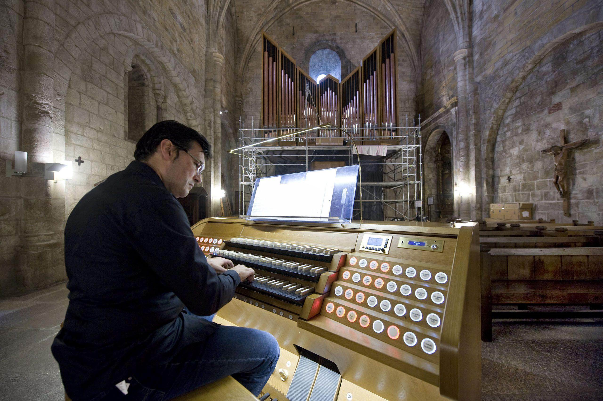 audición de órgano en monasterio de Leyre en Navarra atrapa el norte agenda canto gregoriano